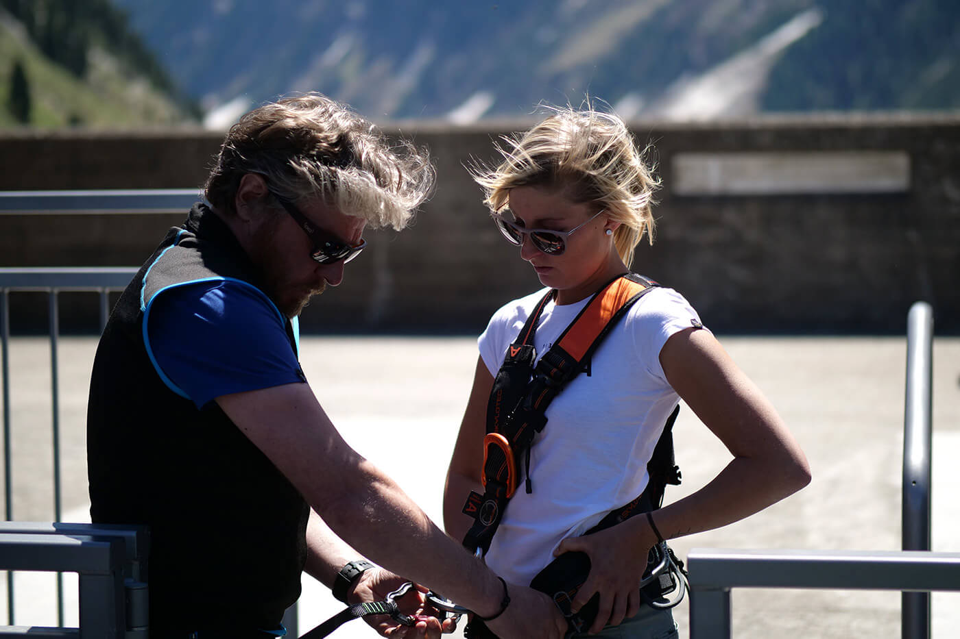 Klettergurt Leihen : Verleih der klettersteigausrüstung an staumauer