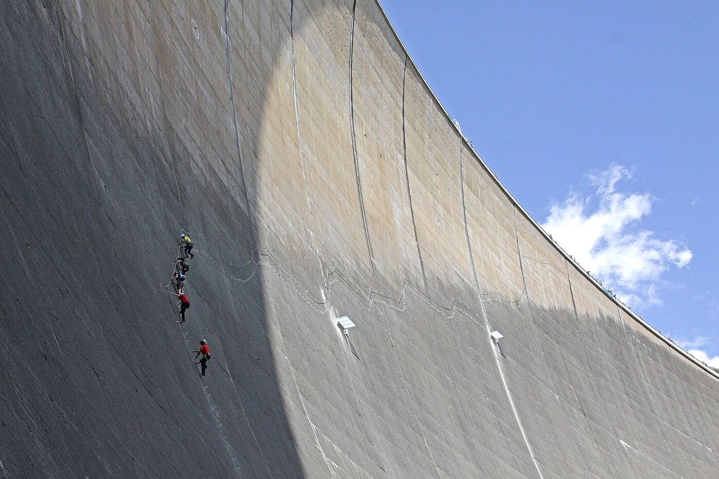 Klettersteig Set Leihen Berchtesgaden : Verleih der klettersteigausrüstung an staumauer